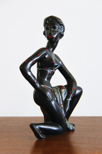 Kalmar black lady figure_angle