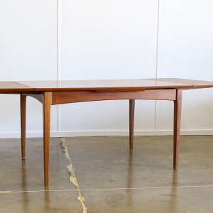 fler 64 dining table_extend crop