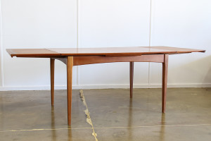 fler 64 dining table_extended