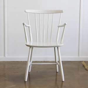 spindle back chair_front