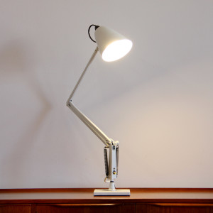 white planet desk lamp_angle