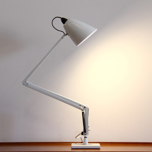 white planet desk lamp_side