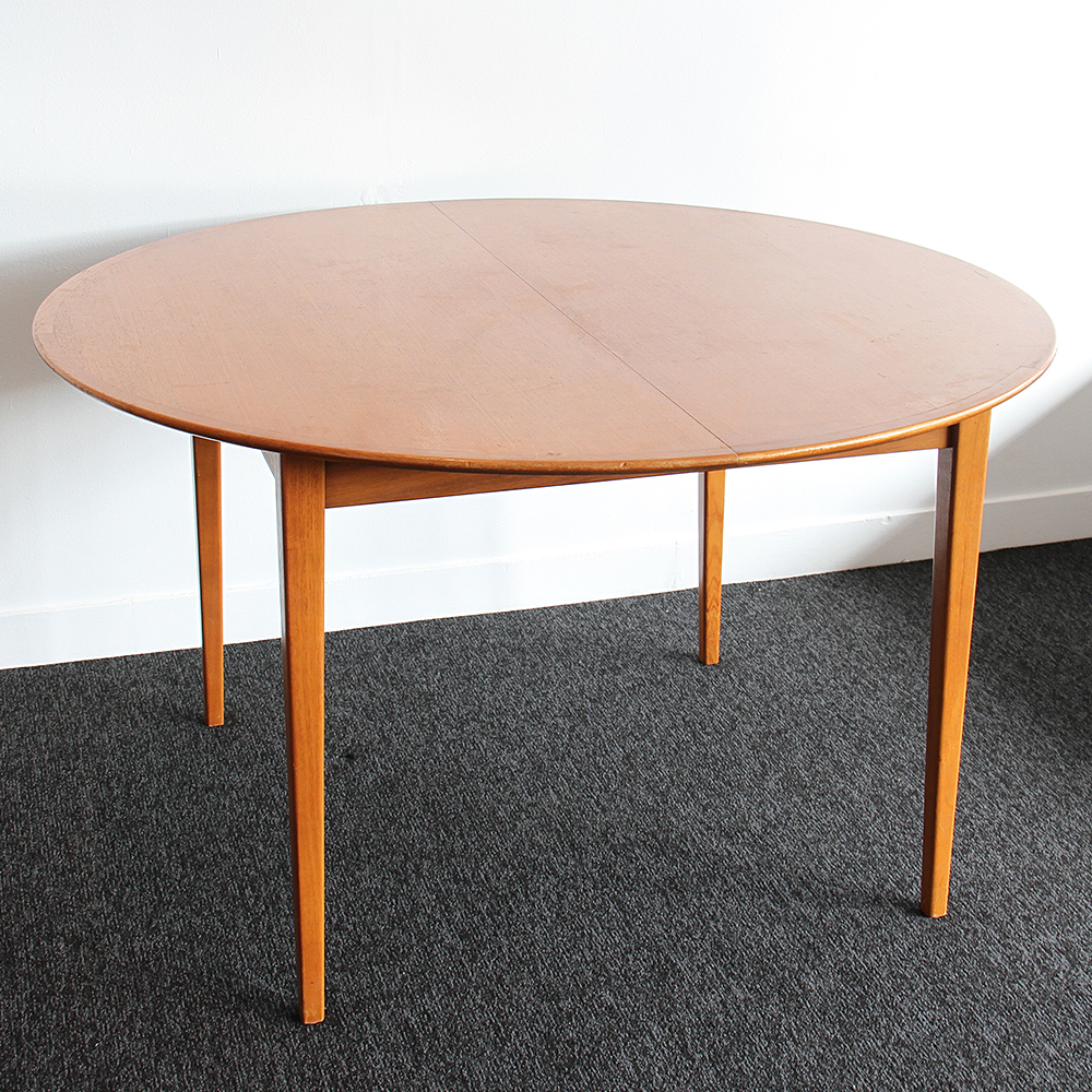 ROUND TEAK DINING TABLE | Realm